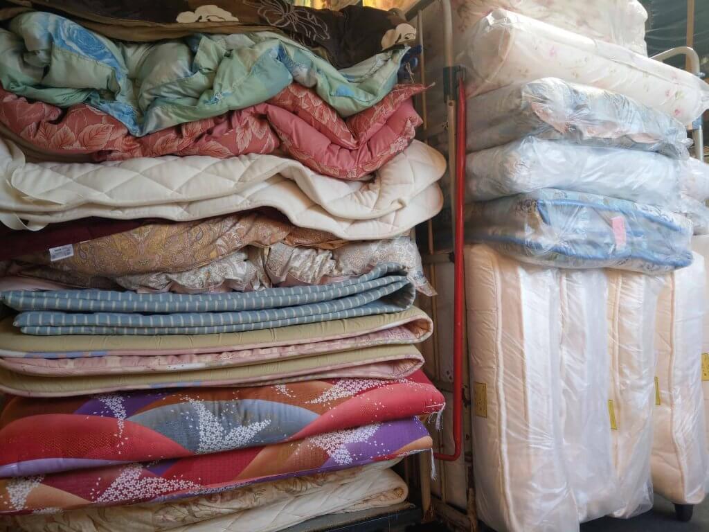 包装・出荷待ちのお布団たち